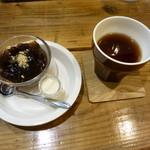 玄米カフェ 実身美  - ルイボスティー+黒糖ゼリー?