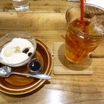 玄米カフェ 実身美  - アイスティー+豆乳プリン