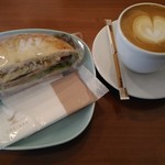 サルク カフェ - フォカッチャとカフェラテの朝セット