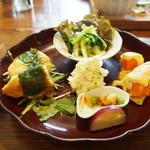 ピピネラキッチン - おばんざいせっとのメイン料理は高知鶏のしそ焼き&大根と菜花のペペロンチーノ♪