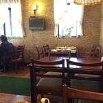 ゆり - 店内も昔ながらの洋食屋さんの雰囲気
