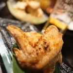 和バル たぱすの森 - 地鶏手羽先炙り焼き