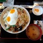 48482112 - 野菜炒めチャーハン800円/28年3月撮影