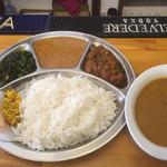 GORKHA BAZAR - ダルバード、バスマティライス、キーマカレー、激辛チョイス