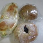 ほのか - パン売り場の中からこの日も次の日の朝食用のパンを3個買って帰りました。