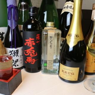 全国各地の旬の日本酒とソムリエ厳選のワインが豊富
