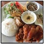 アチャカフェ - 2016年3月11日 北海道は美味しいものいっぱい(๑´ڡ`๑) 真狩産ハーブ豚のポークチャップ1280円。
