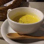 48488241 - キッシュに付くスープ