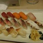 酒と肴 久保田 - 寿司2人前・まぐろ、サーモン、はまち、縞あじ、〆さば、たこ、ほたて、北寄貝