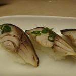 酒と肴 久保田 - 炙り〆さば握りアップ
