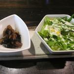 48495956 - 前菜のひじきとサラダ
