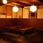 ナチュラルキッチン せさみ - 内観写真:蔵を改装した店内はとても落ち着いています。蔵の扉で作ったテーブルもずっしりと。