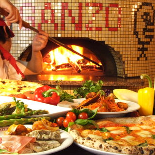 大きな窯で豪快に焼き上げるローマピザ!