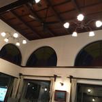 48504250 - 天井に可愛らしいシャンデリアとシーリング