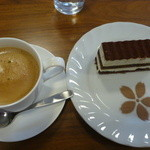 もぐもぐの森 - ケーキセット(ブレンドコーヒー、ケーキ)