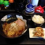 Ajito - 中華そばセット800円