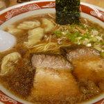 4851413 - 肉雲呑麺800円