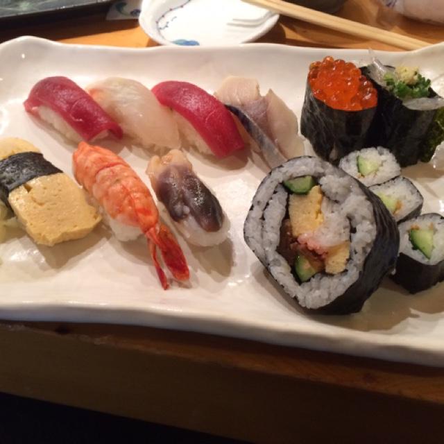 よし寿司 浦和店 - デリシャスランチのにぎり。