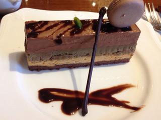 珈琲茶館 集 五反田西口店 - プレミアムビターとチョコレートのケーキ