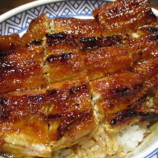たむろ - 料理写真:姥目樫の備長炭で焼き上げた一色産鰻1匹使用の鰻丼