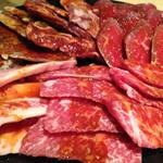 焼肉 韓国料理 八幸苑 - カルビとロースとハラミだったかな。