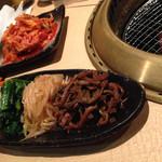 焼肉 韓国料理 八幸苑 - ナムル盛り合わせ