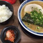 ラーメン博龍 - 料理写真:ラーメン=450円 ライス 小=100円