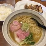 麺屋NOROMA - 鶏そば(750円)+ギョーザセット(250円)