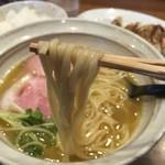 麺屋NOROMA - 鶏そば(750円)麺リフト