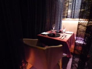 ワインサロン 銀座G.G. - デート向き半個室。