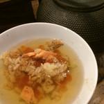 炭焼と釜飯 さかぐち - 出汁を注いでお茶漬けに