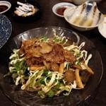 居酒屋山崎 - 焼肉サラダ。ご飯が欲しくなる。男性は喜ぶ。