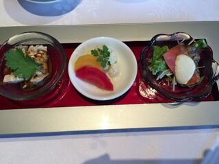 四川豆花飯荘 東京店 - 三種前菜盛り合わせ