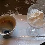 ぴぃぷる - メニュー名は忘れてしまったが、コーヒーとアイスクリームセット。550円