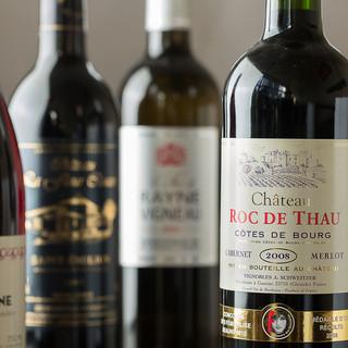 お気軽にお楽しみ頂けるよう、グラスワインは種類豊富にご用意!