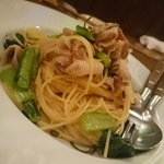 ちゃ蔵 - 料理写真:豚と小松菜の和風バター醤油パスタ