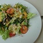 48528535 - お皿の上に春が来たよう!彩り豊かな美しいサラダ