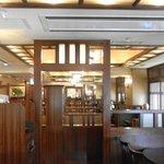 椿屋珈琲店 新宿茶寮 - 椿屋珈琲店 広い店内です。