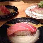 回転寿司 魚河岸 - 生マグロ特上にぎり・しまあじ