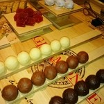 エノテーカ ピンキオーリ - 小菓子のチョコレートとイチゴのゼリー