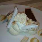 エノテーカ ピンキオーリ - ヘーゼルナッツのセミフレッドと軽いメレンゲ、バニラアイスと共に
