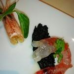 エノテーカ ピンキオーリ - 先付けの海老とイカの黒墨のバゲット