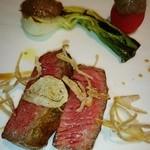 エノテーカ ピンキオーリ - 赤牛のロース牛をゆっくり焼いて 季節の野菜とディアーヴォラソース
