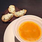 ラ ヴェルベンヌ - オマールエビのスープ。 リコッタチーズのカナッペ。