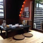 ぶん - 店内:テーブル席