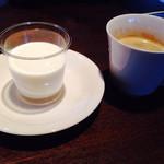ぶん - 自家製杏仁豆腐とコーヒーのセット:378円(税込)