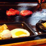 ぶん - 目の前でステーキが焼きあがるのを待ちます♪