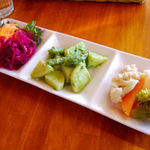 SUKA - ランチセットのサラダ盛り合わせ