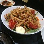 48536076 - 水菜のサラダコチュジャンソースにオマケマヨ♪