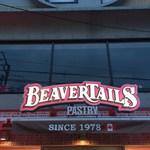 ビーバーテイルズ - 店舗入口の照明看板